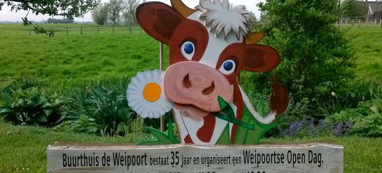 Buurthuis De Weipoort bestond in 2015 35 jaar. De buurtschap heeft dat gevierd met een Open Dag waarbij op 30 adressen deelnemers hun hobby's lieten zien of hun bedrijven of tuinen openstelden. Verder was er een boottocht over de Weipoortse Vliet.
