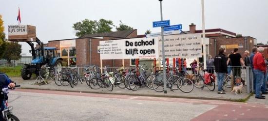De basisscholen in Zandeweer en buurdorp Oldenzijl dreigden beide te moeten sluiten. Maar...