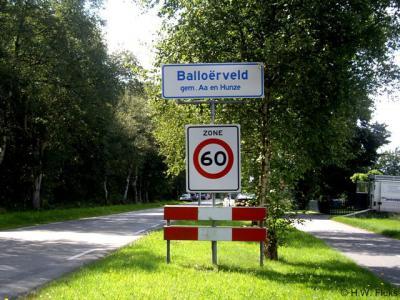 Balloërveld is - naast het bekende, eveneens aldaar gelegen gelijknamige natuurgebied - een formele woonplaats, met al even officiële plaatsnaamborden, maar stond desondanks tot 2010 - ten onrechte dus - niet als zodanig in de atlassen.