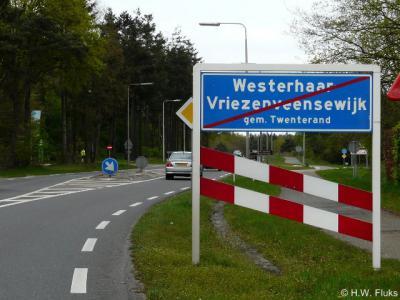 Sinds ca. 2000 is Westerhaar-Vriezenveensewijk de langste plaatsnaam van Nederland. Maar ter plekke noemt men dat gewoon gemakshalve Westerhaar, dus na de 'fusie' van die dorpen had men het net zo goed gelijk gewoon bij de naam Westerhaar kunnen laten...