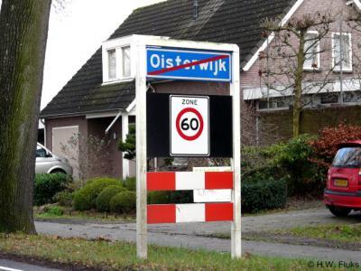 Het is niet reuze handig (eufemisme) dat veel plaatsnamen niet worden geschreven zoals je ze uitspreekt. Zo hebben wij jarenlang Oisterwijk uitgesproken als... Oisterwijk, tot ons bleek dat je het als Oósterwijk moest uitspreken...