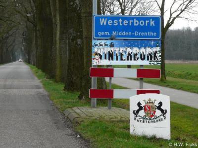 Bij sommige plaatsnamen ligt de klemtoon voor iemand van buiten de streek in kwestie niet voor de hand. Wist je bijvoorbeeld dat het Westerbórk is en niet Wésterbork? Wij in ieder geval niet... Vandaar deze pagina.
