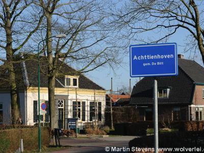 Achttienhoven is een buurtschap, polder en voormalige heerlijkheid in de provincie Utrecht, gemeente De Bilt. Het was een zelfstandige gemeente t/m 1811. De buurtschap valt onder het dorp Westbroek.