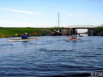 Het Aduarderdiep loopt O langs Aduard. Om het geheel te bekanoën moet u een goede conditie hebben: het kanaal dat loopt van Hoogkerk naar Aduarderzijl, is 12 km lang.