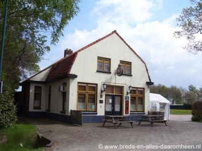 Buurtschap Terover, het in de regio van haar feesten bekende Café De Reuver is in 2010 opgevolgd door Restaurant Aap.