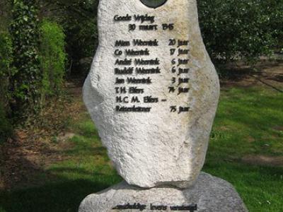 Barlo, oorlogsmonument (2009) ter nagedachtenis aan de omgekomen inwoners tijdens een bombardement d.d. 30-3-1945.