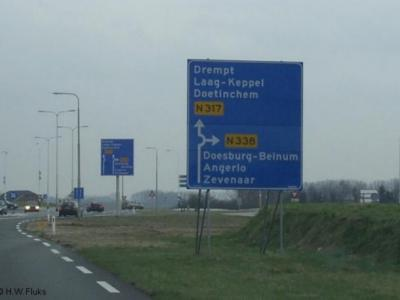 Beinum, voormalige buurtschap van Angerlo, thans stadsdeel van Doesburg, wordt in de atlassen en ook ter plekke ten onrechte nog als plaatsnaam vermeld (want het staat op het richtingbord in wit-op-blauw aangegeven en niet in zwart-op-wit).