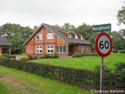 Berghum ligt o.a. rond de gelijknamige weg