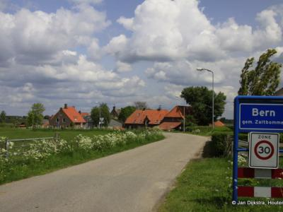 De kleine buurtschap Bern is in 3 opzichten bijzonder: 1) vanouds lag het in het Land van Heusden en Altena, sinds 1904 in de Bommelerwaard. 2) Het heeft een eigen bebouwde kom en 3) Het heeft een eigen postcode. 2) en 3) zijn zeldzaam bij buurtschappen.