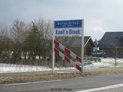 Bornerbroek valt sinds de herindeling van 2001 onder de gemeente Almelo en heet tijdens carnaval Knoll'n Brook