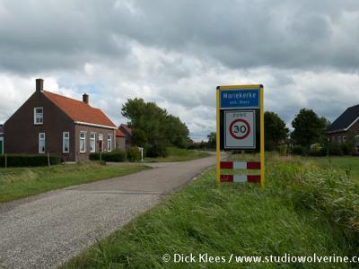 Mariekerke heet volgens de atlas Klein Mariekerke, maar dat is een inmiddels verouderde naamgeving voor deze buurtschap om het destijds te onderscheiden van de gemeente Mariekerke (t/m 1996)