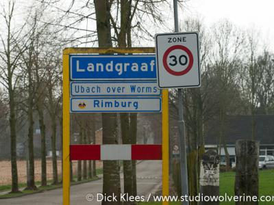 Rimburg ligt binnen de bebouwde kom van Landgraaf (daarom blauw bord), en daarbinnen in de voormalige gemeente en het stadsdeel Ubach over Worms