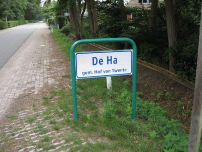 De Ha (buurtschap van Markelo) heeft sinds 2010 officiële plaatsnaamborden.