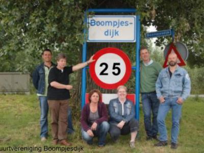 Boompjesdijk, het bestuur van Buurtvereniging Boompjesdijk. Foto ter gelegenheid van het 25-jarig bestaan van de buurtvereniging, in 2009.
