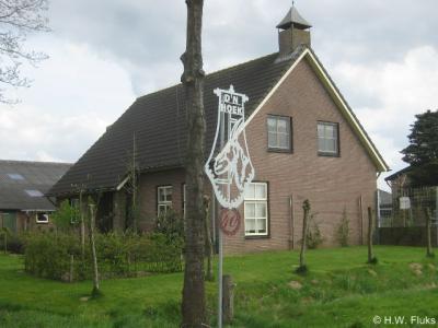 De buurtschap Dintherse Hoek heeft in 2012 creatieve 'plaatsnaamborden' gekregen met de volksmondnaam D'n Hoek