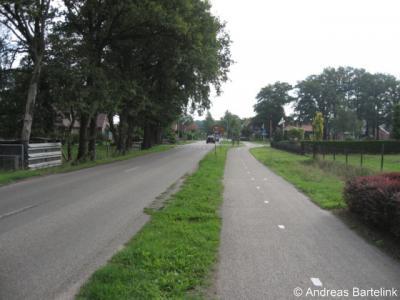 Dulder ligt rond de landelijke, maar toch relatief drukke Bornsestraat, zijnde de verbindingsweg tussen Borne via Saasveld en Dulder naar Weerselo v.v.