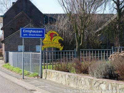 Einighausen is een dorp in de provincie Limburg, in de regio Westelijke Mijnstreek, gemeente Sittard-Geleen. T/m 1981 gemeente Limbricht. Tijdens carnaval heet het dorp Smautbulenriek.