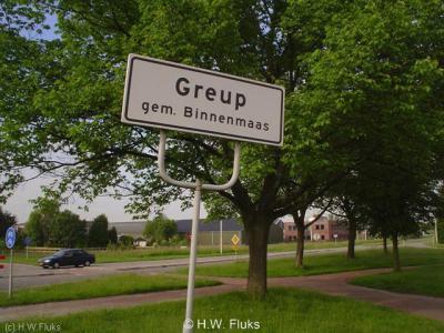 De langgerekte buurtschap Greup viel deels onder de voormalige gemeente Binnenmaas, deels onder de voormalige gemeente Oud-Beijerland. Voor beide delen heeft de buurtschap eigen plaatsnaamborden.