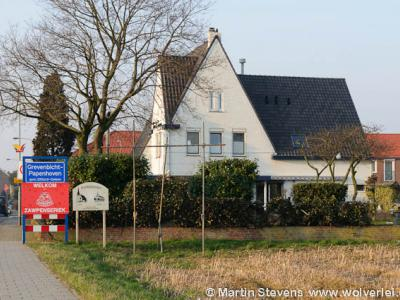 Grevenbicht-Papenhoven is in de praktijk en op de plaatsnaamborden één dorp. Voor de postadressen zijn het formeel nog twee plaatsen. Hoe dat zit, kun je lezen onder het kopje Status.
