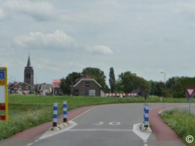 Groot-Ammers is een dorp in de provincie Zuid-Holland, in de streek Alblasserwaard, gem. Molenlanden. Het was een zelfstandige gem. t/m 1985. In 1986 over naar gem. Liesveld, in 2013 over naar gem. Molenwaard, in 2019 over naar gem. Molenlanden.