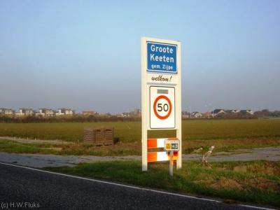 De badplaats Groote Keeten heeft officiële blauwe plaatsnaamborden en is dan 'dus' een woonplaats zou je denken. Gemeente en PostNL denken daar echter anders over, voor die instanties ligt Groote Keeten 'in' Callantsoog.