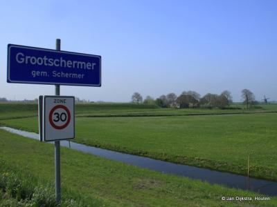 Grootschermer is een dorp in de provincie Noord-Holland, in de streek Kennemerland, gemeente Alkmaar. T/m 31-7-1970 gemeente Zuid- en Noord-Schermer. Per 1-8-1970 over naar gemeente Schermer, in 2015 over naar gemeente Alkmaar.
