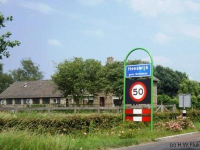 Heeswijk en Dinther waren voor de postadressen al een woonplaats Heeswijk-Dinther, maar hadden tot voor kort nog wel eigen blauwe plaatsnaamborden (komborden). In 2017 (of wellicht al eerder) zijn die vervangen door borden 'Heeswijk-Dinther'.