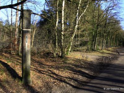 Grenspalen uit 1719 aan de Vuurse Dreef duidden destijds de grens aan tussen Utrecht en Holland (tegenwoordig Noord-Holland)