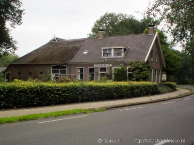 Het pand met opschrift Huis ter Heide (Asserstraat 136) is gebouwd in 1886, op de plaats van een uit 1777 daterende voorganger. Voormalige herberg, oorsprong van de nederzetting. Vroeger vertrokken hier de strafkolonisten uit Veenhuizen per trekschuit.