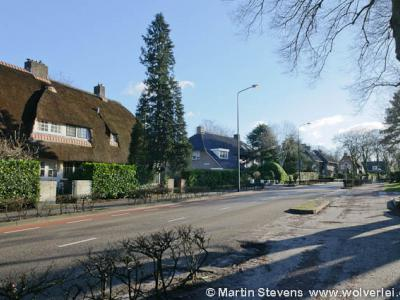 De buurtschap Huizerhoogt ligt direct N van de kern van Blaricum en valt deels onder de gemeente Huizen, deels onder de gemeente Blaricum