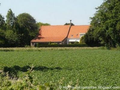 Klarebeek, boerderij Klarenbeek uit 1659 heeft eeuwenlang recht van overpad verleend aan kerkgangers die woonden aan de Westduinweg (rondom de hobbeltjeswei).