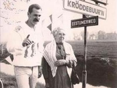 Kröddeburen (buurtschap van Ten Post), de onthulling van de plaatsbaambordjes op 14 mei 1987.