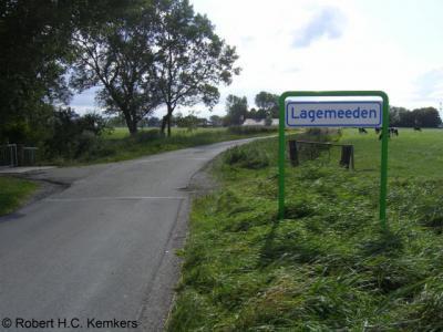 Lagemeeden (buurtschap van Den Horn) heeft officiële plaatsnaamborden maar staat niet meer als plaats in de recente atlassen.