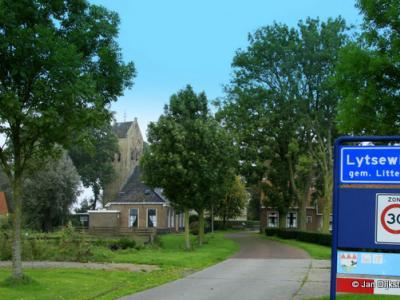 Lytsewierrum is een dorp in de gemeente Súdwest-Fryslân. T/m 1983 gemeente Hennaarderadeel. In 1984 over naar gemeente Littenseradiel, in 2018 over naar gemeente Súdwest-Fryslân.