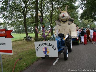 Markelosebroek, voor de optocht tijdens het dorpsfeest bouwen alle buurtschappen een wagen, hier op de foto Markelosebroek tijdens de optocht 2009