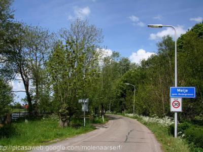 Meije is een dorp in grotendeels prov. Zuid-Holland (grotendeels gem. Bodegraven-Reeuwijk, deels gem. Nieuwkoop), deels prov. Utrecht (gem. Woerden). Het dorp valt dus onder 3 gemeenten en 2 provincies en voor de post valt het ook nog eens onder 4 dorpen!