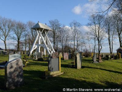 Mirns, begraafplaats