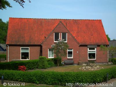 Nieuw-Roden, dubbele woning op de hoek Beukenlaan/Bremstraat
