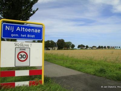 Nij Altoenae is een dorp in de provincie Fryslân, gemeente Waadhoeke. T/m 2017 gemeente Het Bildt.