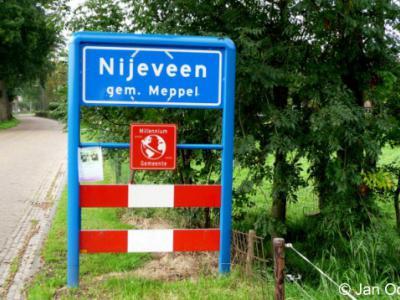 Nijeveen is een dorp in de provincie Drenthe, gemeente Meppel. Het was een zelfstandige gemeente t/m 1997.