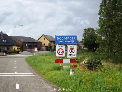 Noordhoek heeft pas sinds enkele jaren een eigen postcode en plaatsnaam in het postcodeboek. Voorheen lag het postaal gezien deels 'in' Klundert, deels 'in' Standdaarbuiten.