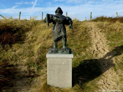 Noordwijk aan Zee, dit monument '150 reddingsjaren' herinnert aan de oprichting van de Noord- en Zuid-Hollandse Reddings Maatschappij KNZHRM in 1824. De Noordwijkse Reddingsbrigade is 'pas' in 1921 opgericht.