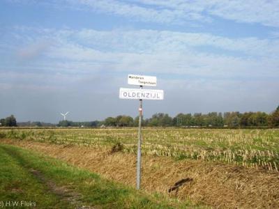 Oldenzijl is bij Pieterpadders bekend omdat je er deels alleen via een onverhard pad door een weiland kunt komen