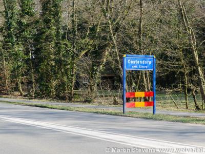 Oostendorp is een klein dorp bij en inmiddels grotendeels omringd door nieuwbouwwijken van Elburg. Het dorp heeft nog altijd eigen plaatsnaamborden, maar het had weinig gescheeld of die waren er niet meer geweest. Zie daarvoor bij Status.