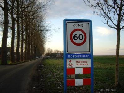 Oostereinde, dit lijkt een plaatsnaambord, maar is een straatnaambord, in het nabijgelegen Blauwestad zijn namelijk gelijksoortige straatnaamborden geplaatst