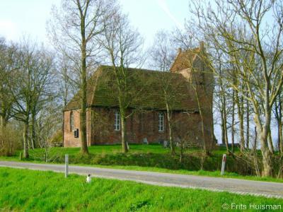 Oostum, het kerkje van deze buurtschap is een van de meest gefotografeerde kerken van de provincie Groningen