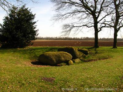 Hunebed D5 tussen Zeijen en Peest
