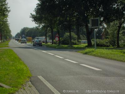 Peizermade ligt aan de drukke N372 van Peize naar Groningen