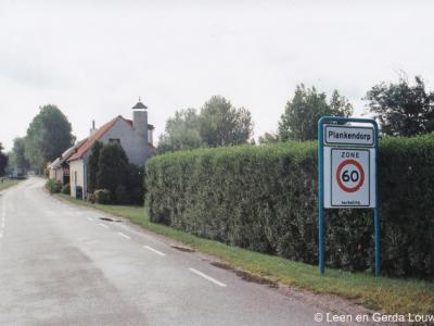 De buurtschap Plankendorp staat niet meer in recente atlassen, maar bestaat nog wel degelijk, getuige o.a. de plaatsnaamborden ter plekke