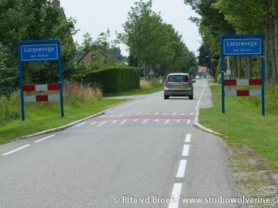 Langeweegje was vanouds een buurtschap in de gemeente Hoedekenskerke, sinds 1970 gemeente Borsele, en valt onder het dorp Kwadendamme